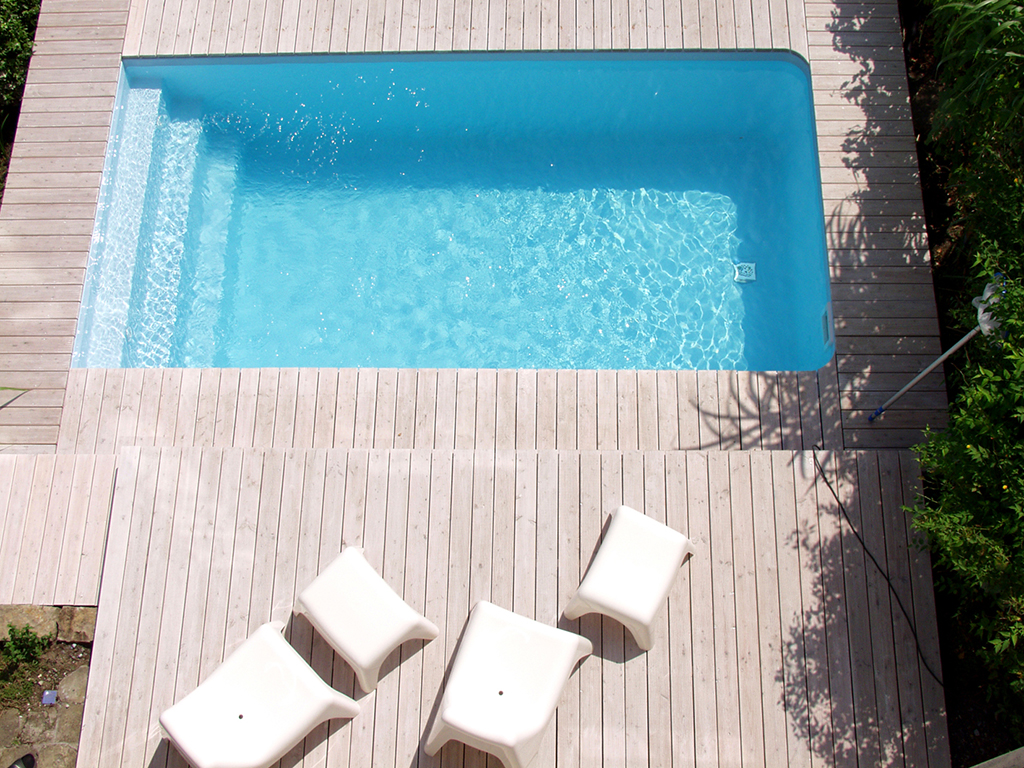 swimmingpools pflegen und sauber halten. Black Bedroom Furniture Sets. Home Design Ideas