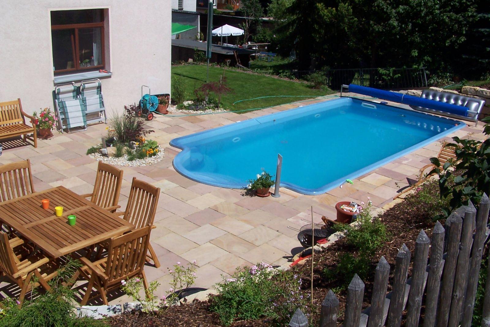Swimmingpools und schwimmbecken for Garten pool wasserpflege